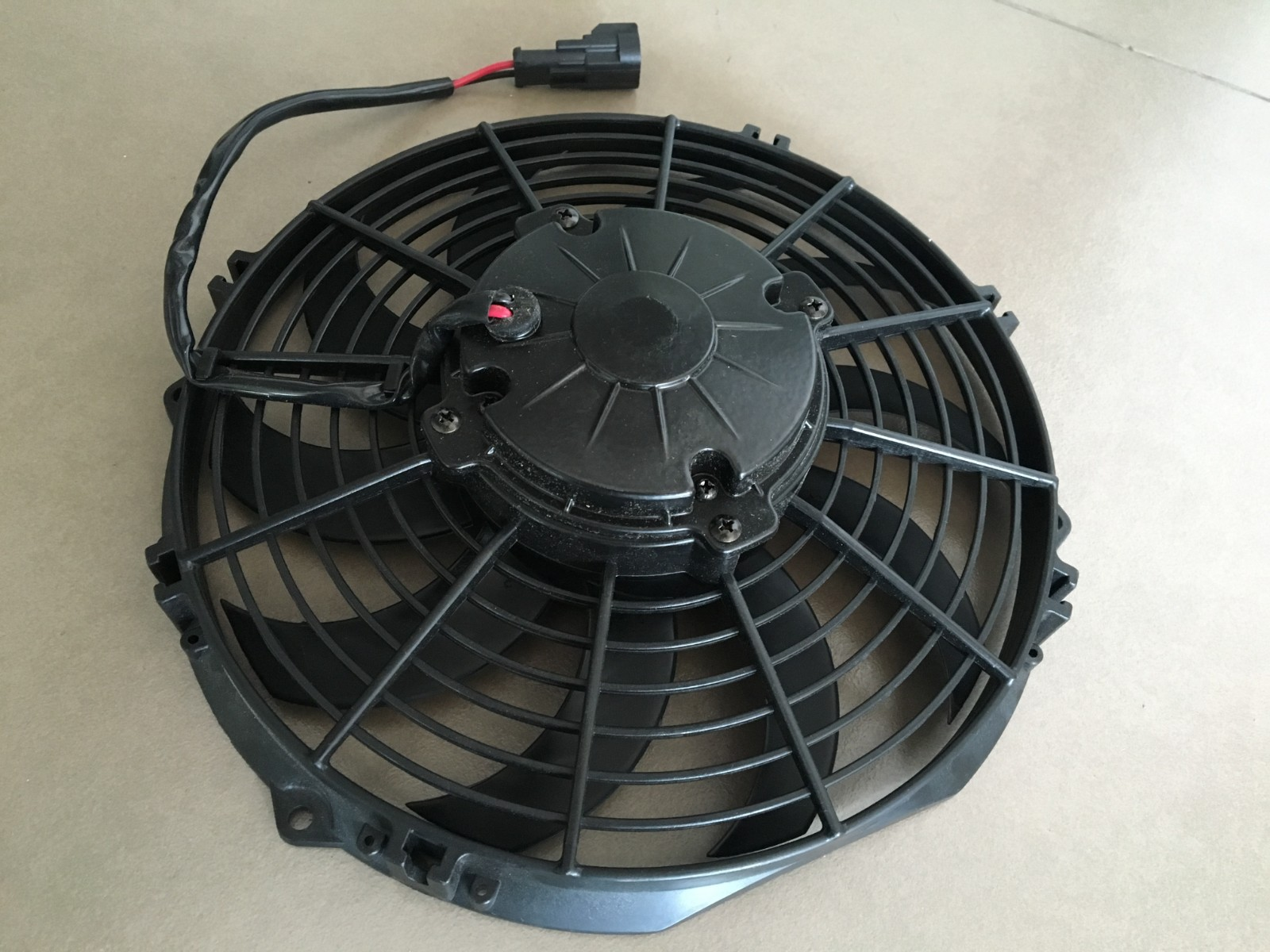 Brush dc fan for car